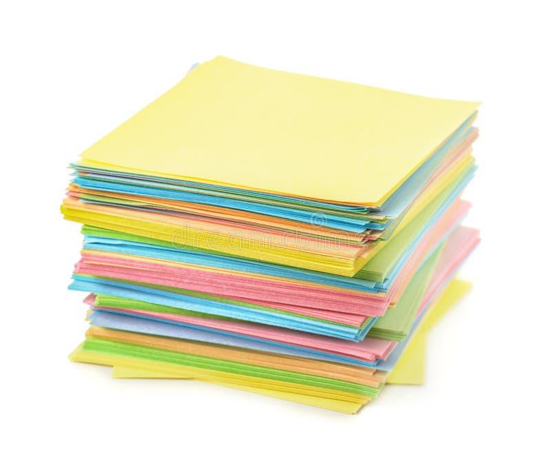 Стог примечаний бумаги цвета стоковое изображение rf
