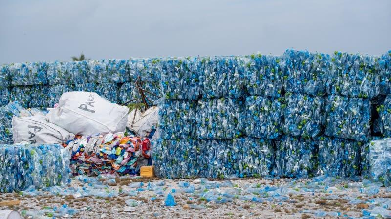 Стог пластичных бутылок ЛЮБИМЧИКА стоковая фотография