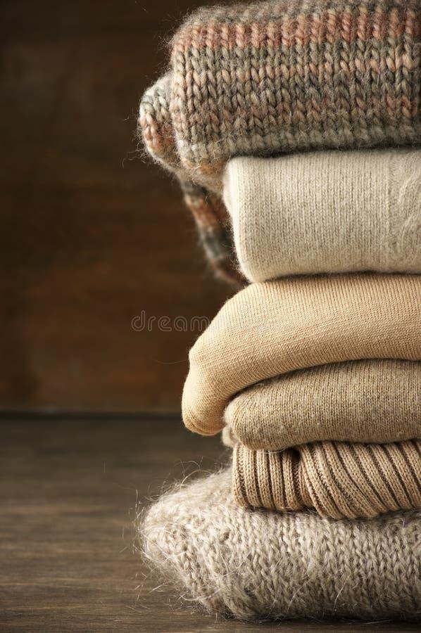 Стог связанных свитеров стоковая фотография