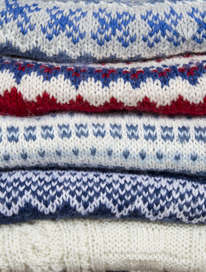 Стог связанных свитеров стоковые изображения rf