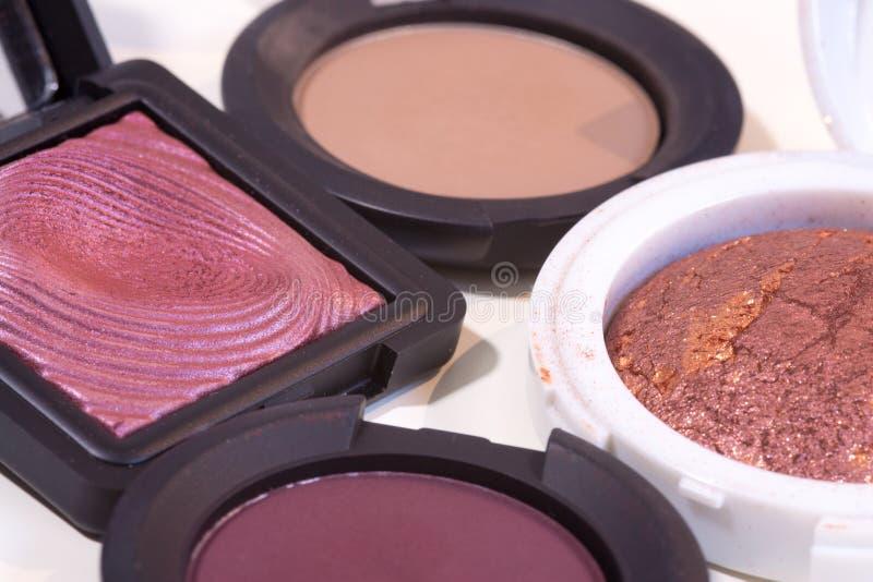 Стог славных чувствительных цветов тени глаза для составляет на белой предпосылке стоковые изображения