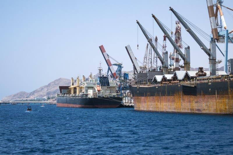 Стойка грузових кораблей в порте стоковая фотография rf