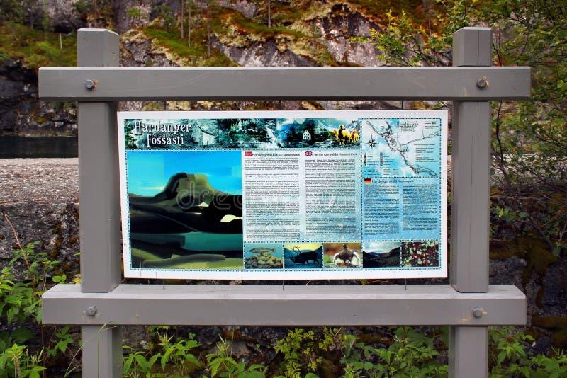 Стойка информации в национальном парке Hardangervidda, Kinsarvik, Норвегии стоковое фото