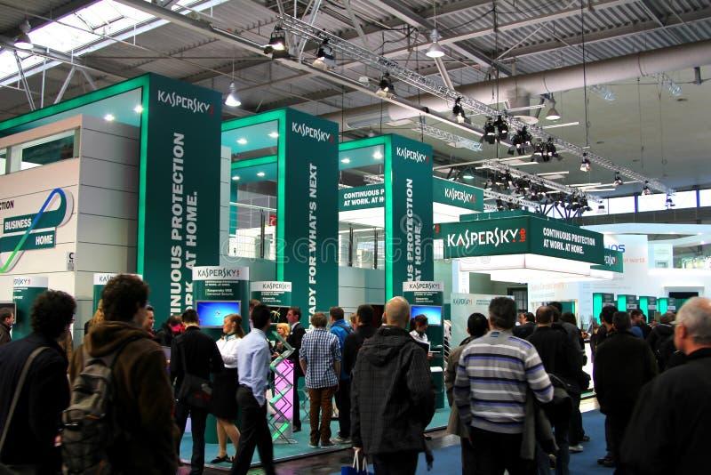 стойка лаборатории экспо компьютера cebit kaspersky стоковые изображения