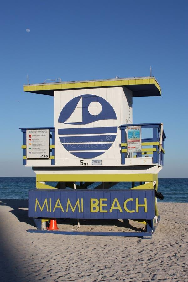 Download стойка личной охраны пляжа южная Редакционное Стоковое Фото - изображение насчитывающей sunbather, lifeguard: 18392023