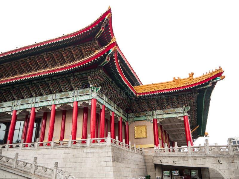Стойка национального театра и концертного зала на юге и Норт-Сайд Chiang Kai-shek мемориального Hall стоковое фото rf