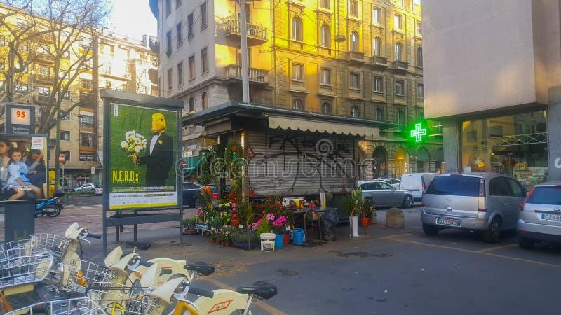 Стойка цветка в улице Италии Милана стоковые изображения rf