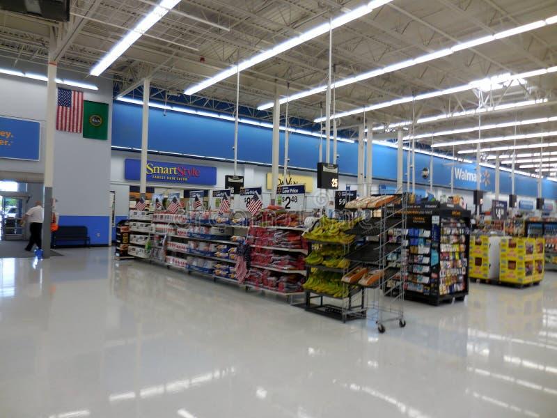 Стойки проверки Walmart стоковое изображение rf