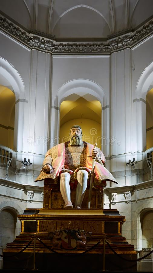 Стокгольм, Швеция - 6-ое ноября 2018: Огромная статуя дуба короля Густава Vasa в нордическом музее в Стокгольме, Швеции стоковое фото