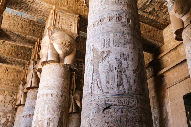 Столбцы в виске Denderah, Qena, Египте стоковые фотографии rf