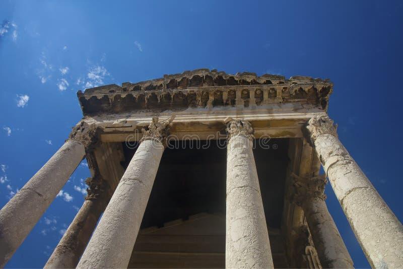 Столбцы и крыша виска Augustus стоковые фотографии rf