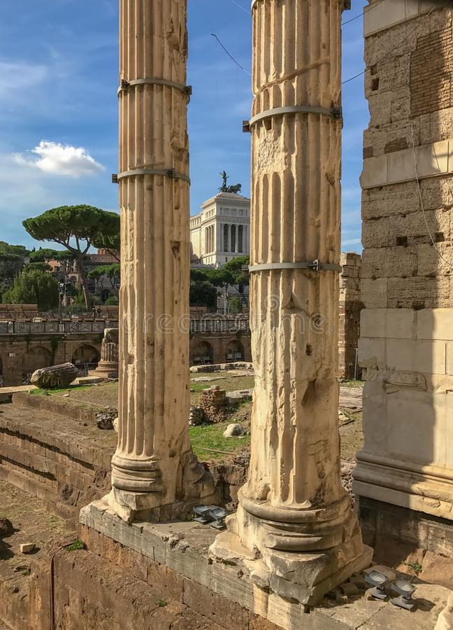 Столбцы на форуме Augustus, Рима, Италии стоковые изображения