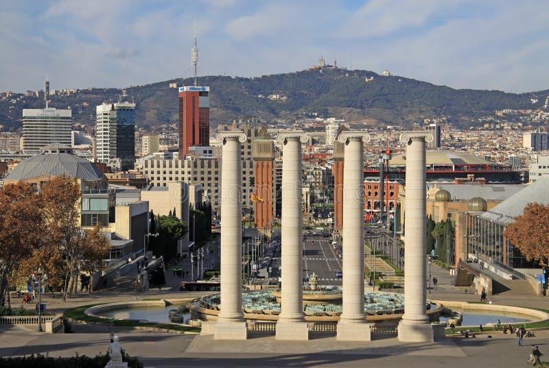 Столбцы перед национальным музеем изобразительных искусств Каталонии MNAC в Барселоне стоковые изображения