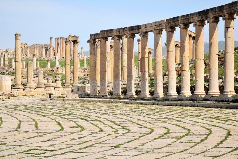 Столбцы разрушенного греко-римского города Иераш, Иордания стоковая фотография