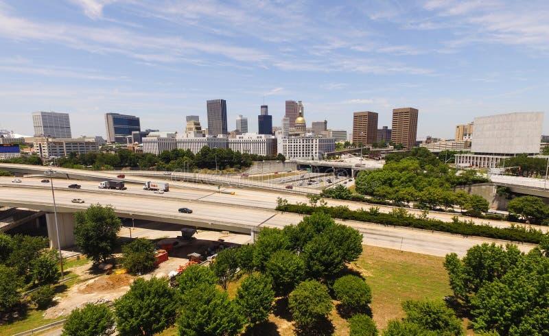 Столица Атланта Georgia вида с воздуха перемещения регулярных пассажиров пригородных поездов стоковое изображение