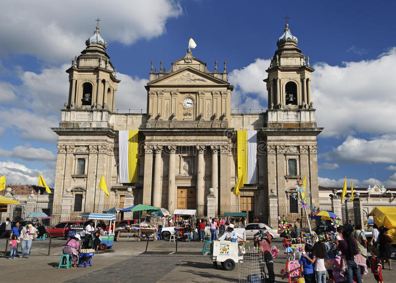 столичный житель Гватемалы города собора стоковая фотография