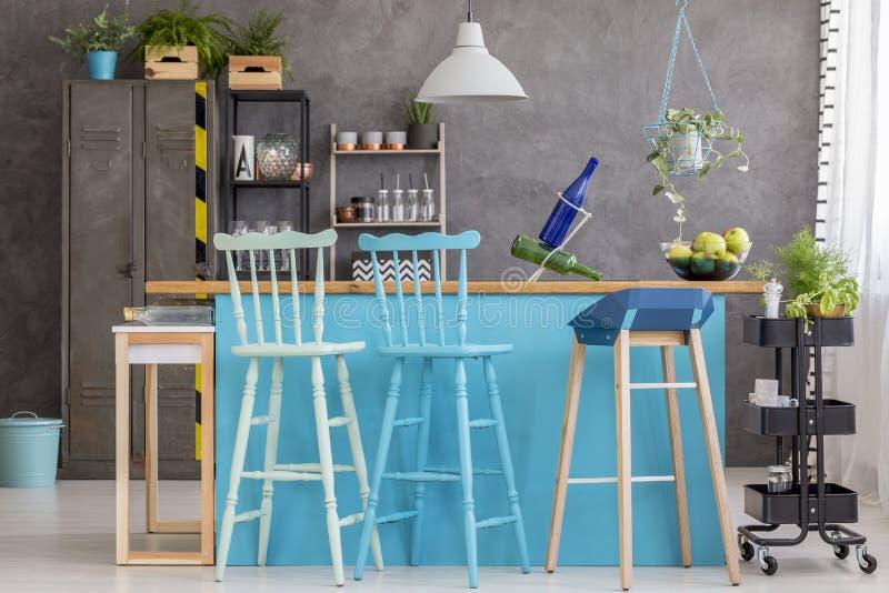 Столовая с серой стеной стоковые фотографии rf
