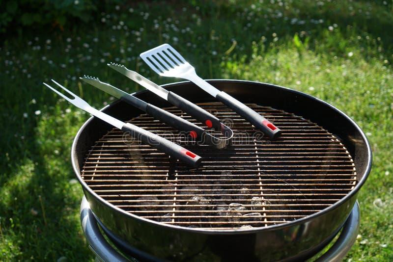 Столовый прибор для барбекю сосисок стоковое изображение