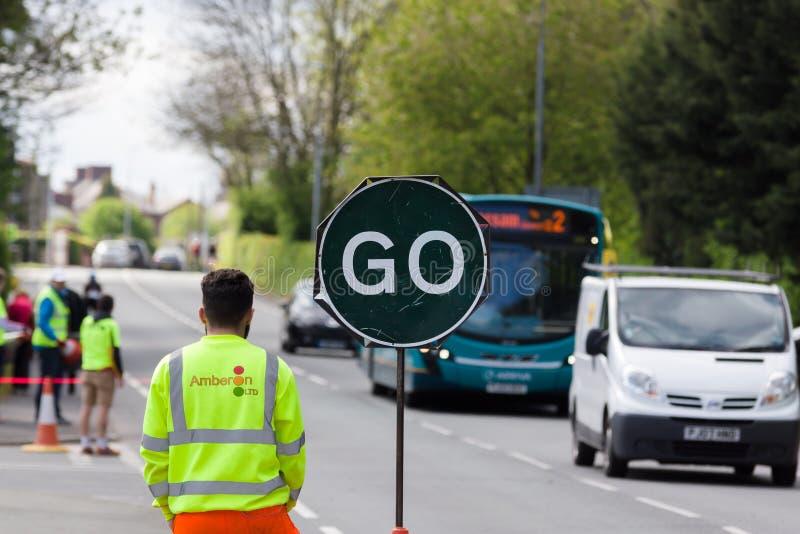 Стоп дорожных работ идет знак стоковое изображение rf
