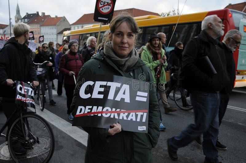СТОП TTIP ПРОТЕСТА И СОГЛАСОВАНИЕ CETA стоковая фотография rf