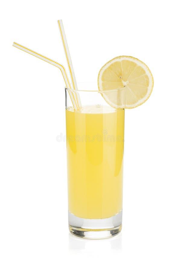 сторновка 2 лимона сока выпивая стекла стоковое фото