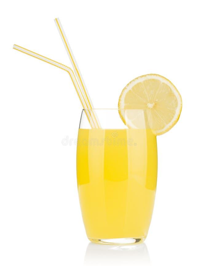 сторновка 2 лимона сока выпивая стекла стоковое фото rf