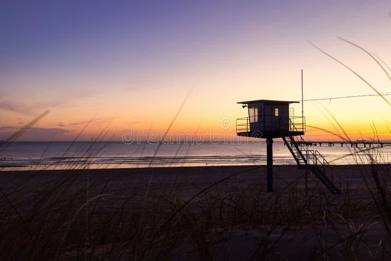 Сторожевая башня личной охраны на пляже стоковое изображение rf