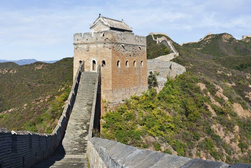 Сторожевая башня на заходе солнца на Великой Китайской Стене Jinshanling, норд-осте от Пекина стоковое фото