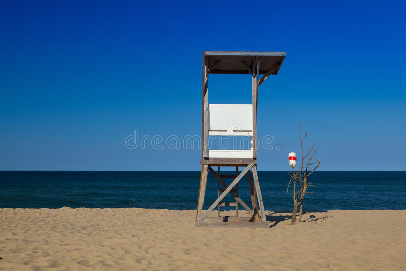 Сторожевая башня на пустом пляже, треска накидки, Массачусетс, стоковая фотография