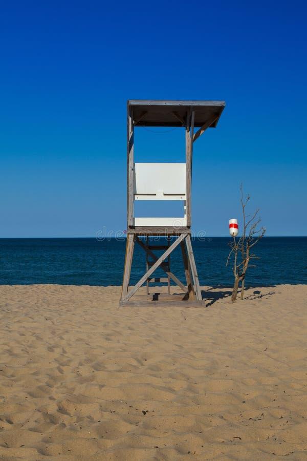Сторожевая башня на пустом пляже, треска накидки, Массачусетс, стоковая фотография rf