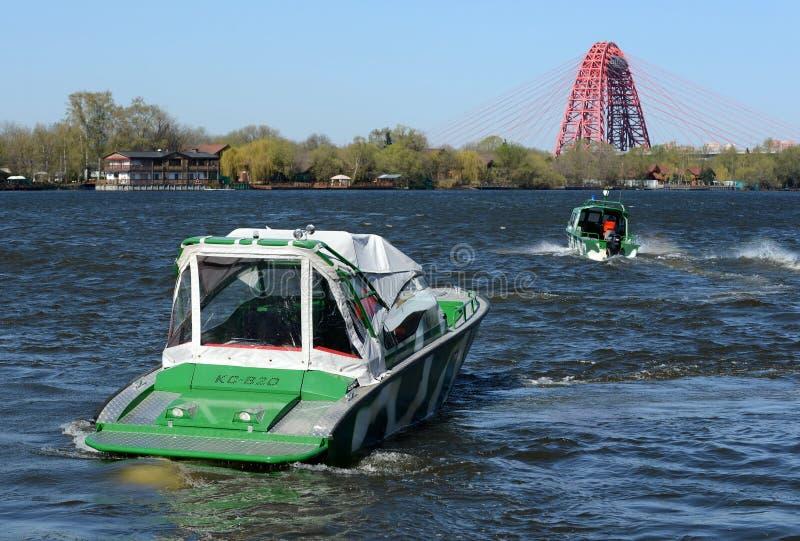 Сторожевые катера на реке Москве стоковое изображение rf
