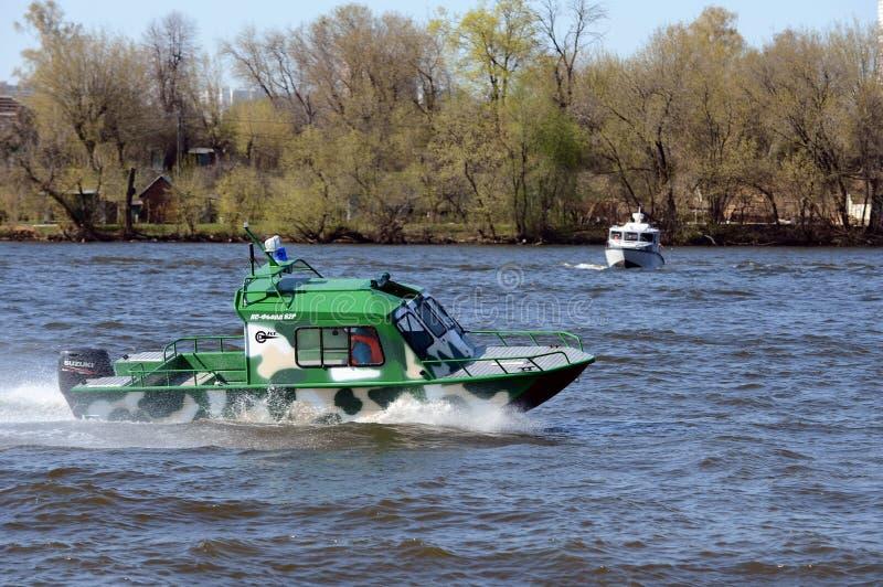 Сторожевые катера на реке Москве стоковые фотографии rf