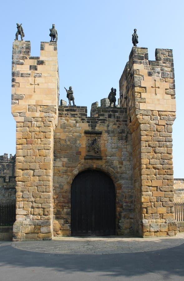 Сторожка входа замка Alnwick, Нортумберленд, Англия стоковое изображение rf