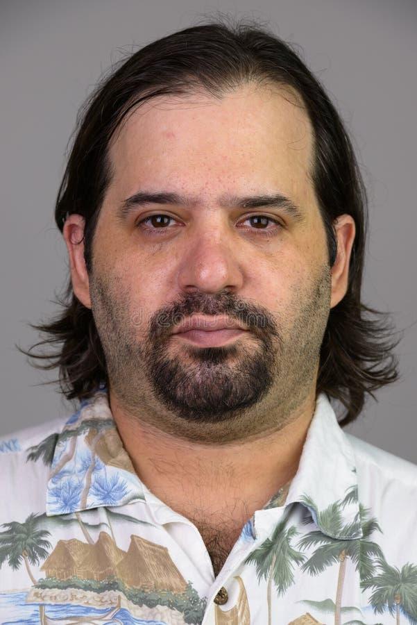 Сторона жирного кавказского человека в гавайской рубашке стоковые изображения rf