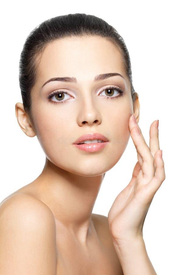 Сторона красотки молодой женщины. Принципиальная схема внимательности кожи. стоковая фотография rf