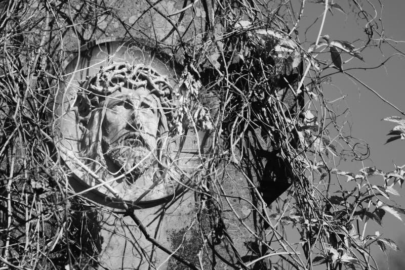 Сторона кроны Иисуса Христоса статуи терниев стоковое фото rf