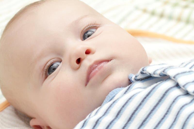 сторона младенца штилевая сонная стоковая фотография