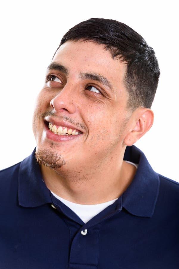 Сторона мысли и взгляда промежутка времени молодого счастливого испанского человека усмехаясь стоковое фото
