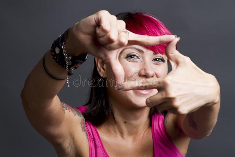 Сторона счастливой женщины обрамляя стоковое фото