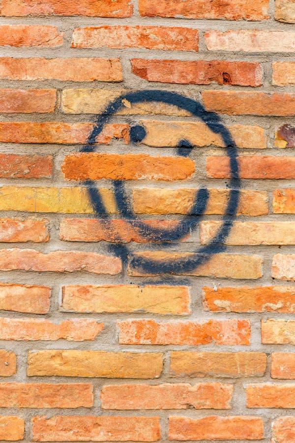 Сторона Smiley нарисованная на стене стоковое фото rf