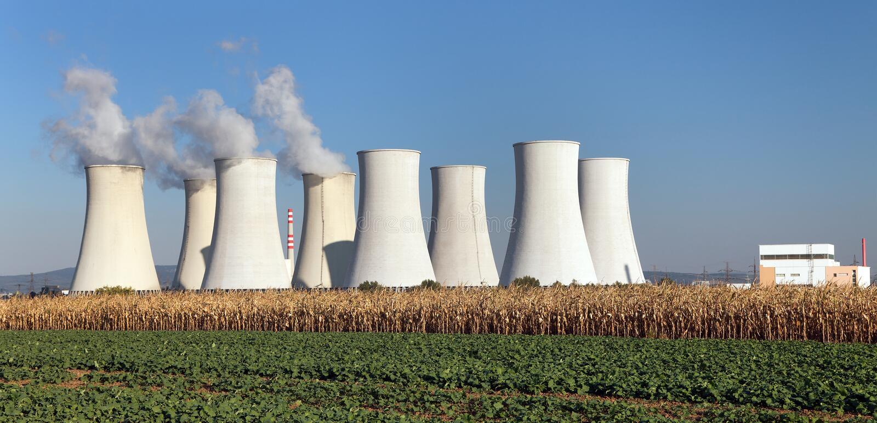 Стояк водяного охлаждения атомной электростанции Jaslovske Bohunice стоковое изображение rf