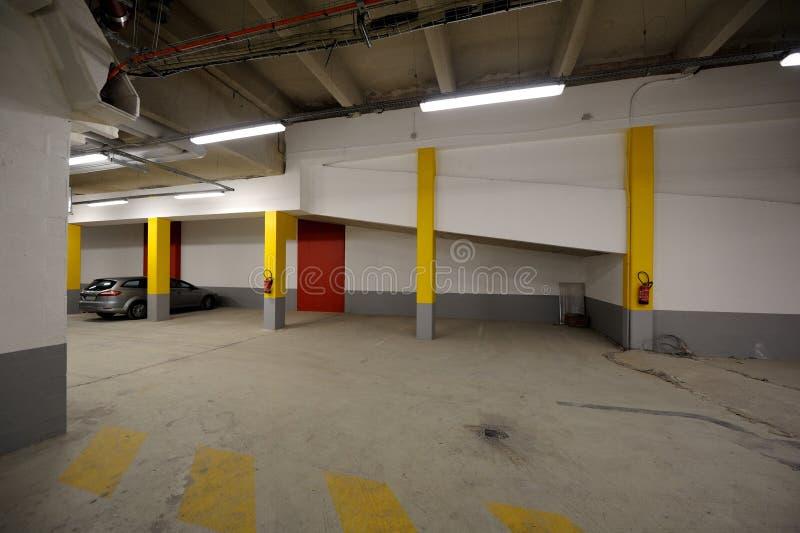 стоянка автомобилей автомобиля подземная стоковое изображение rf
