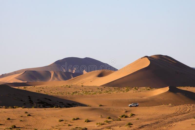 стоянка автомобилей пустыни стоковая фотография