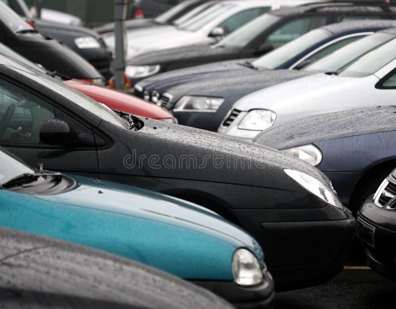 стоянка автомобилей стоковое изображение