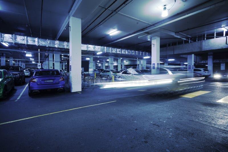 стоянка автомобилей s гаража автомобиля подземная стоковая фотография rf