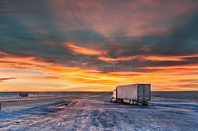 Стоянка для грузовиков в вечере стоковое фото rf