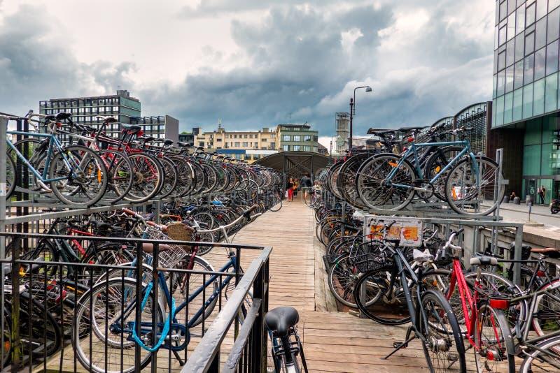 Стоянка Bycicle в центре города Орхуса, Дании стоковое фото rf