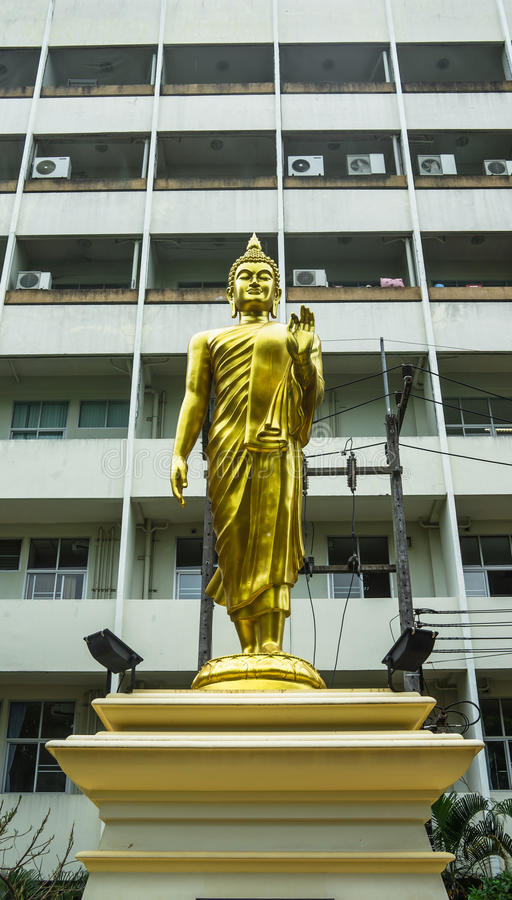 Стоящая статуя Будды стоковая фотография rf