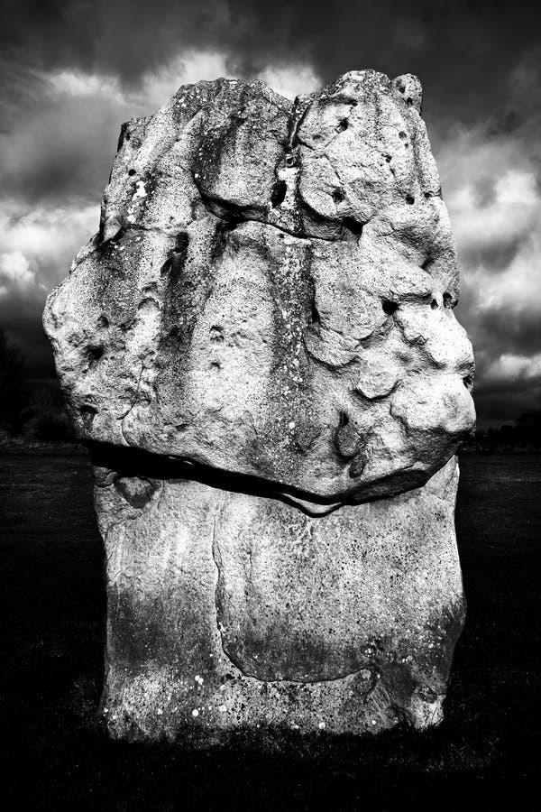 Стоящий камень - неолитический памятник Великобритания стоковая фотография