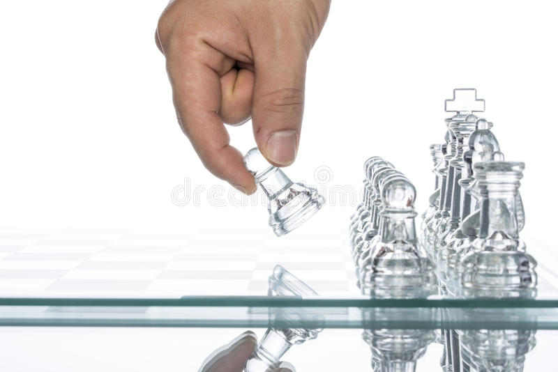 Стоящ вне от толпы, стеклянной возможности шахмат стоковое фото rf